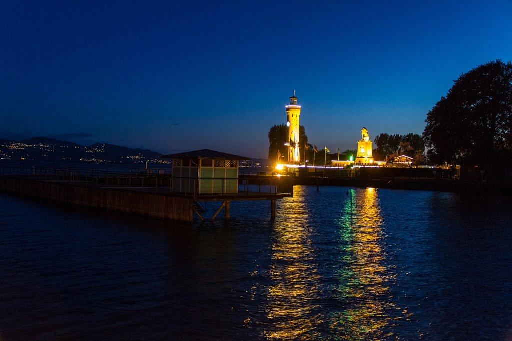 Hafeneinfahrt Lindau bei Nacht